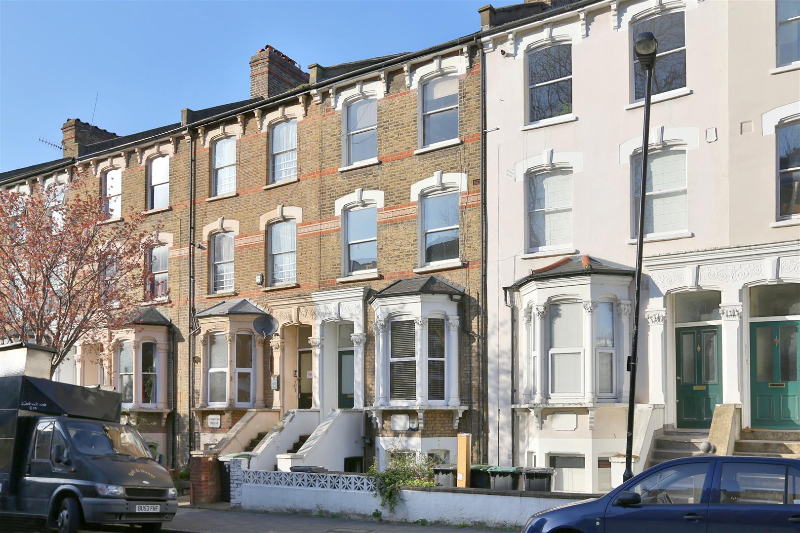 3 Bedrooms Flat for sale in Vartry Road, London